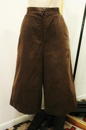 70'S~ THE VILLAGER CORDUROY GAUCHO PANTS (D.BRN)