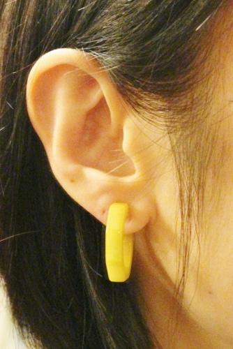 VINTAGE BAKELITE MARBLE COLOR OCTAGON HOOP EARRINGS (YLW/GRN)