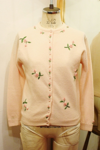50'S ROSE EMBROIDERED WOOL CARDIGAN (P.PNK)
