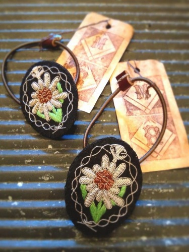 M.RABBIT EDELWEISS EMBROIDERED PONYTAIL HOLDER