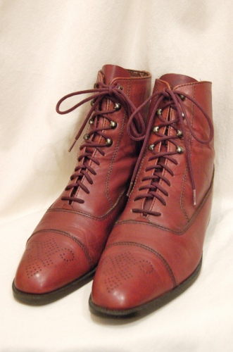 PUNCHED CAP TOE LACE UP SHORT BOOTS(BRN)