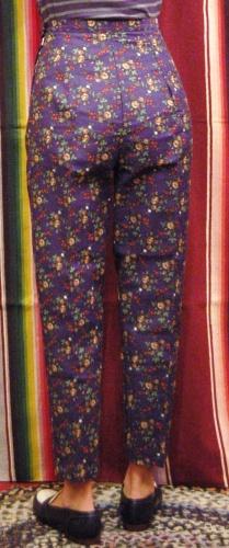 DEAD STOCK 60'S~ FLOWER PRINT SIDE ZIP SABRINA CIGARETTE PANTS(NVY/RED)