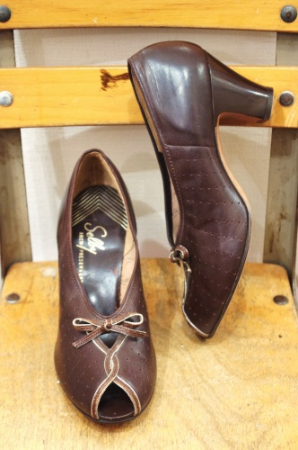 DEAD STOCK 40'S~ Selby PUNCHING LEATHER PEEP TOE RIBBON PUMPS(BRN)