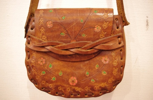 70'S~ FLOWER EMBOSS LEATHER MINI HIPPIE BAG(L.BRN)