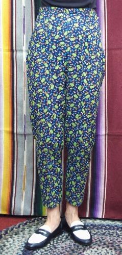 DEAD STOCK 60'S~ FLOWER PRINT SIDE ZIP SABRINA CIGARETTE PANTS(NVY/GRN)